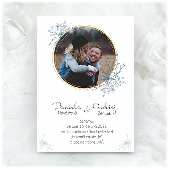 Wedding invitation with photo in a circle
