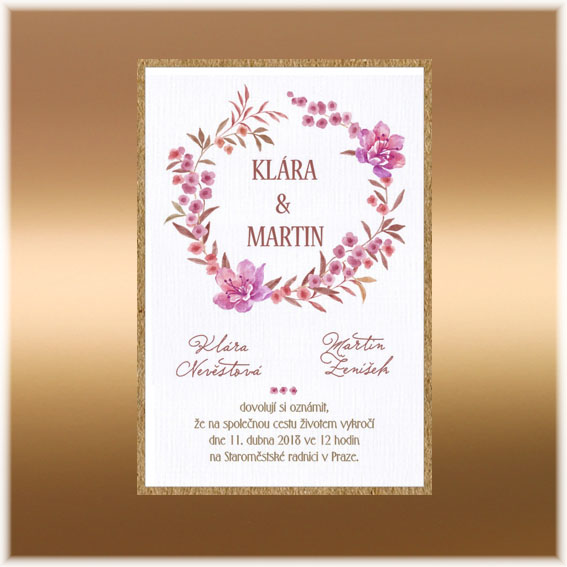 Jednoduché svadobné oznámenie s kvetinovým kruhom