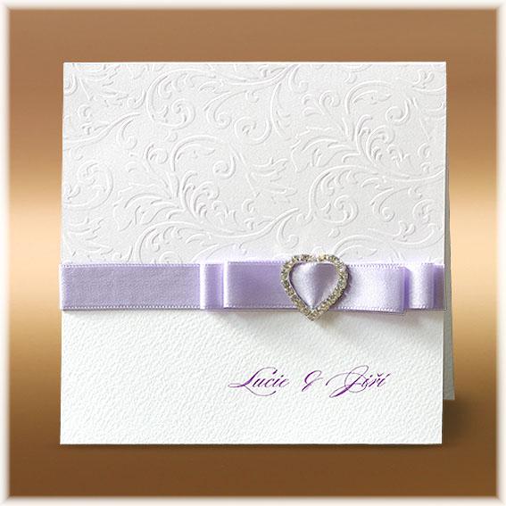 Svadobné oznámenia s brošňou v tvare srdca a mašlou