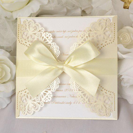 Krémové svadobné oznámenia s čipkou