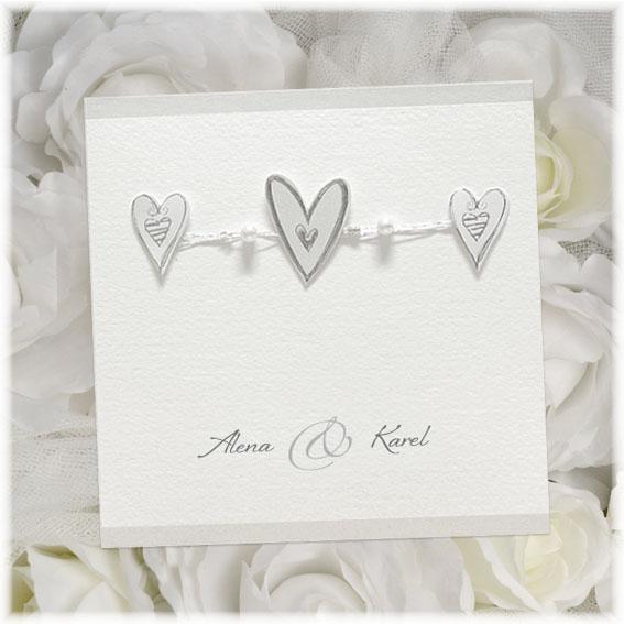 Otváracie svadobné oznámenie so srdiečkami a menami