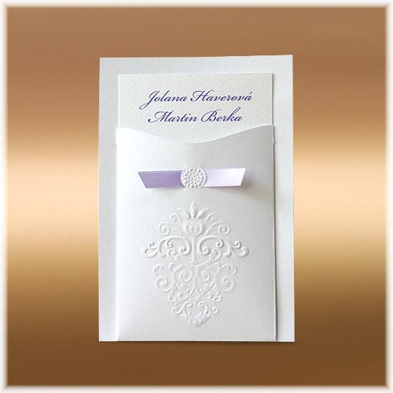 Svadobné oznámenia kapsa s fialovou stuhou a ornamentom